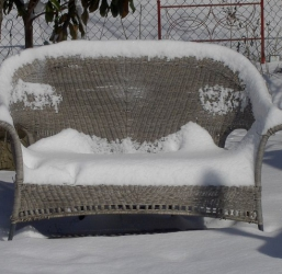 8 Tips When Storing Summer Furniture This Winter